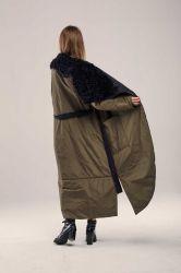 Длинный женский прямой пуховик с поясом - 4